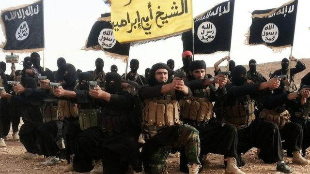 يهدف السياج إلى منع تسلل مسلحي تنظيم الدولة الإسلامية إلى العراق