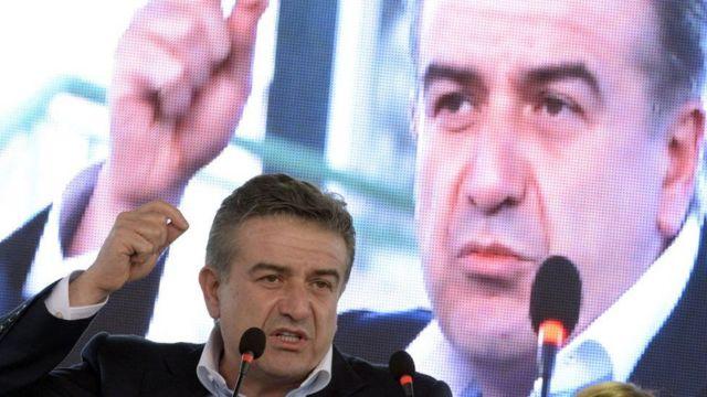 Karapetyan cũng bị một số người biểu tình phản đối