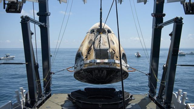 Nasa SpaceX crew dragon splashdown video: Doug Hurley, Bob Behnken ...