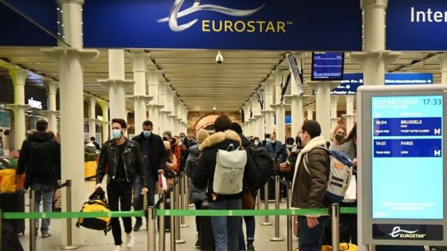 Άτομα σε αεροδρόμιο