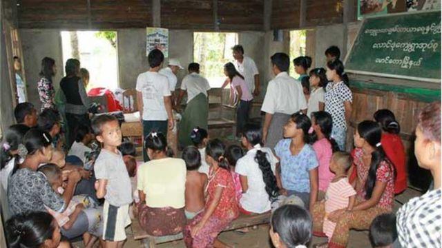 နေထိုင်ဖို့နဲ့ လုပ်ကိုင် စားသောက်ဖို့ အခက်အခဲရှိလာတဲ့အပြင် မြန်မာနိုင်ငံမှာ နေထိုင်ဖို့ အိုးအိမ်တွေ ပေးနေတာကို သတင်းရတာကြောင့် ထွက်လာ
