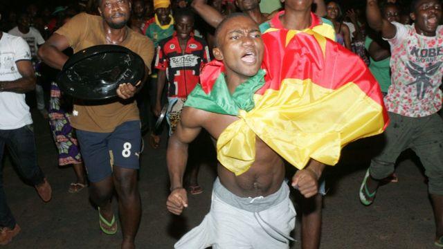 احتفال الجمهور الكاميروني