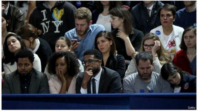 La déception se lit sur les visages des partisans de la candidate démocrate.