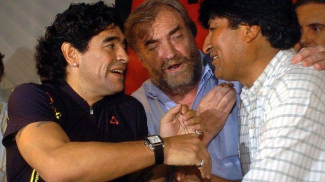 Diego Maradona saluda a Evo Morales