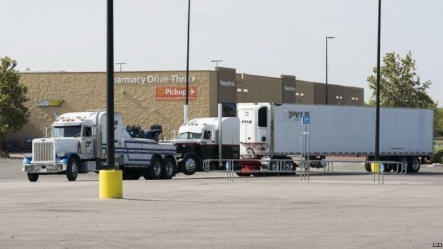 載有疑似人口販運受害者的貨車在案發後被拖離現場。