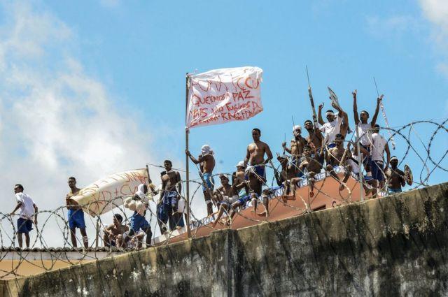 سجناء في أحد سجون البرازيل.