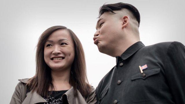 Bắc Hàn hẳn không thích cảnh người đóng ông Kim Jong-un mua vui cho du khách ở Hong Kong thế này