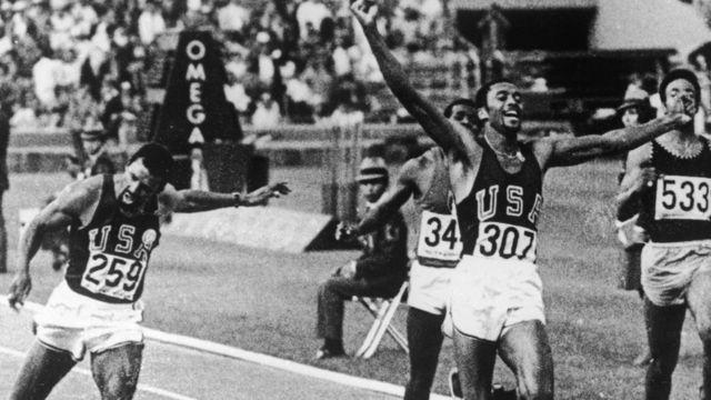 Llegada de la final de los 200 metros planos en México 68.