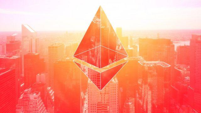 Logo de Ethereum sobre una ciudad.