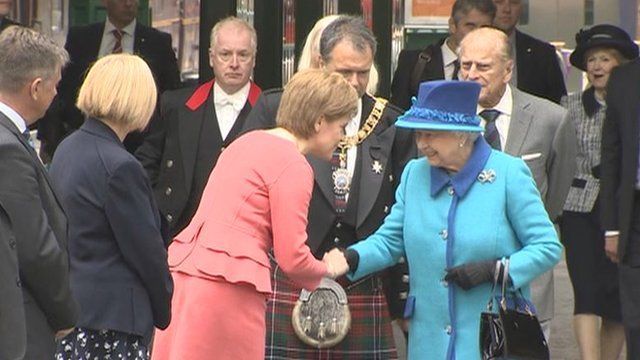 Crowds greet the queen in edinburgh bbc news the queen arrives in edinburgh to meet nicola sturgeon before setting off by stream train to open the borders railway m4hsunfo