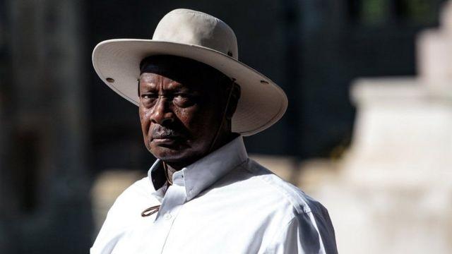 Rais Yoweri Museveni alishinikiza mageuzi hayo , akieleza kuwa mitandao ya kijamii huchangia kuenea kwa udaku nchini.