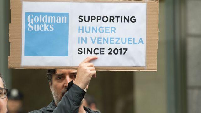 Cartel de protesta contra Goldman Sachs.