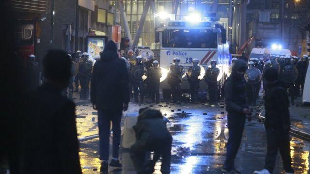 رویارویی پلیس و معترضان