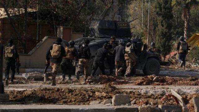 القوات الخاصة العراقية في محيط جامعة الموصل