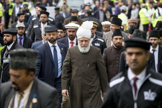 El califa actual es Mirza Masroor Ahmad.