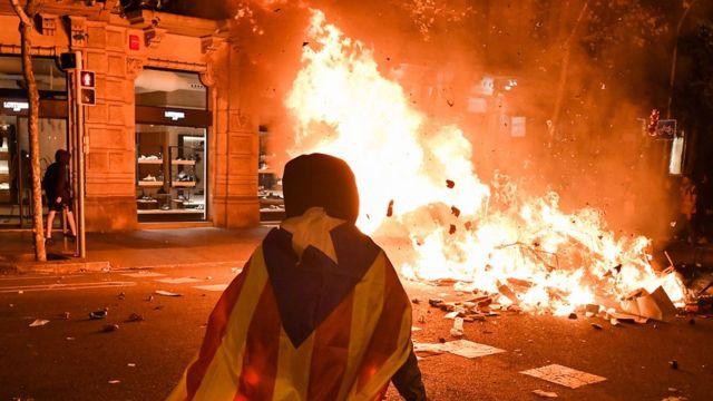 Протесты в Барселоне против приговора лидерам каталанских сепаратистов