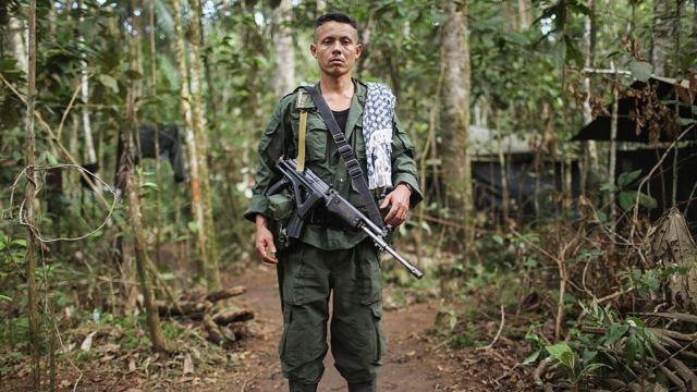 Un guerrillero de las FARC, en la selva de El Diamante, Colombia.