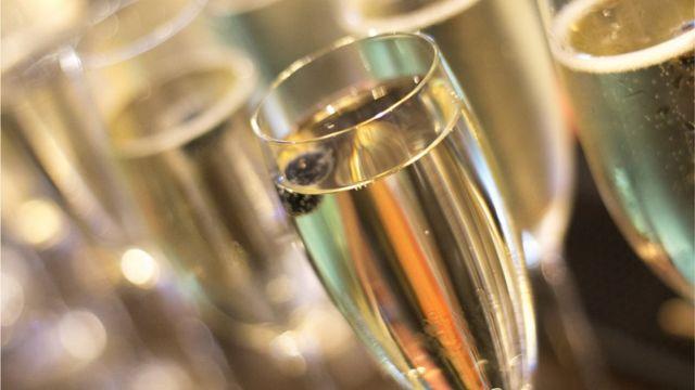 Copas con champagne.