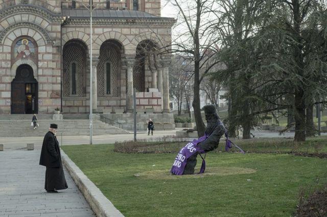 Кецеље на споменицима