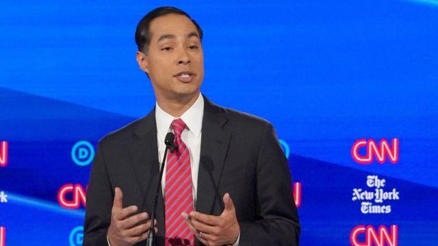 O pré-candidato Julián Castro, de 46 anos, em debate do Partido Democrata
