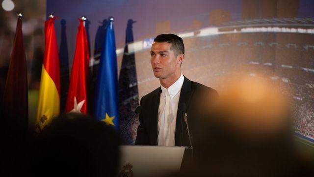 Cristiano Ronaldo a prolongé son contrat avec le Real Madrid jusqu'en juin 2021.
