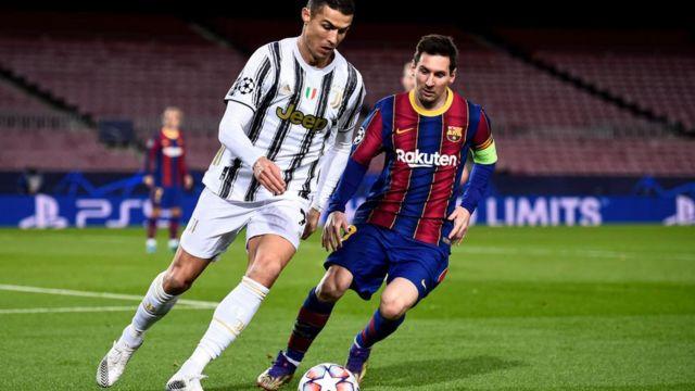 Cristiando Ronaldo y Lionel Messi durante un partido de Champions League entre la Juventus y el Barcelona.