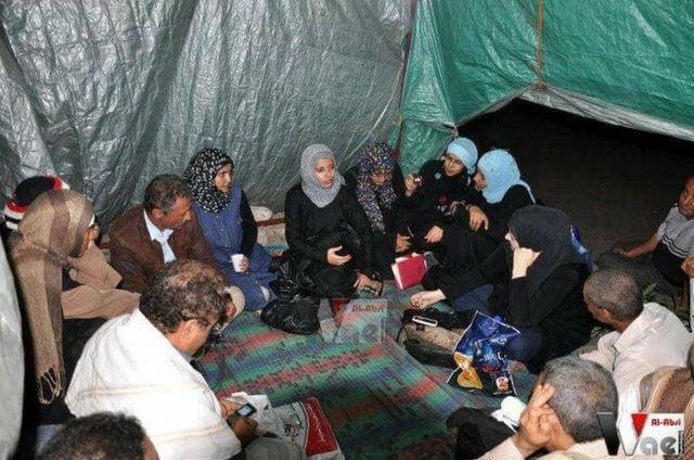 عقدت إشراق وآخرون جلسات تطوعية في مخيم الاعتصام