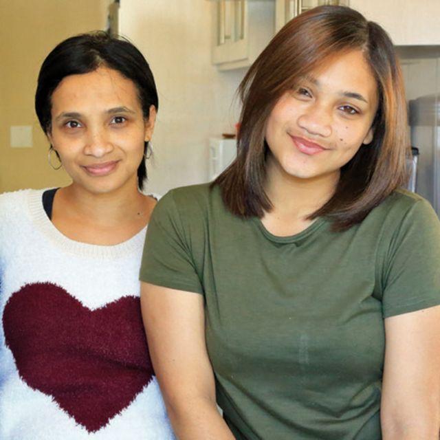 سيليست نورس (يسار) مع ابنتها الثانية كاسيدي
