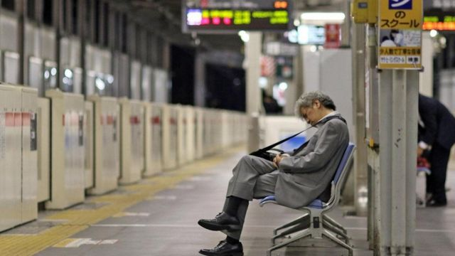 موظفون في اليابان