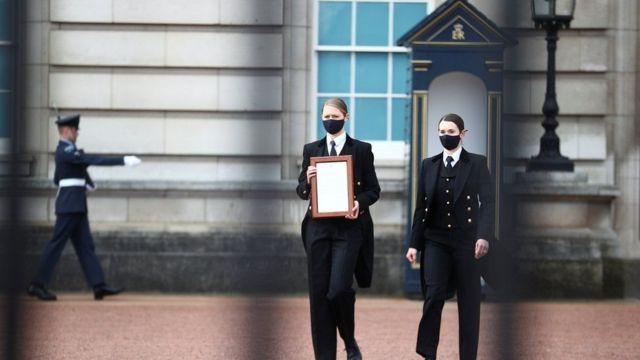 El personal emite un aviso a una disputa sobre el Palacio de Buckingham, AFTA anuncia que el príncipe Felipe no está muriendo
