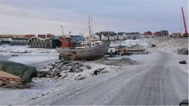 Barco de pesca em Nuuk