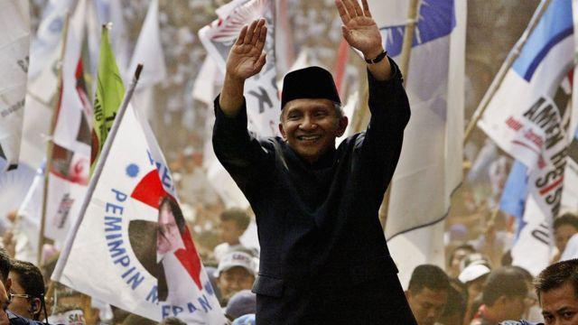 Amien Rais saat kampanye sebagai calon presiden pada 26 Juni 2004.