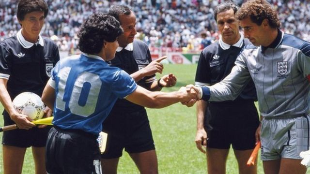 Diega Maradona and Peter Shilton shake hands at the 1986 World Cup