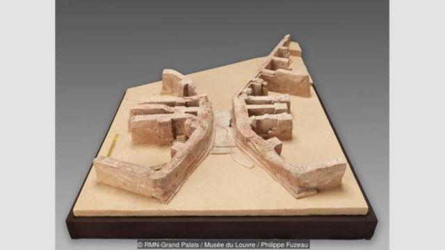 """Model, tarixdəki ilk körpünü göstərir; qədim yunancadan tərcümədə Mesopotamiya """"iki çay arasındakı torpaq"""" mənasını verir"""