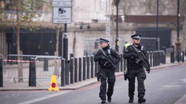 دورية شرطة مسلحة في لندن