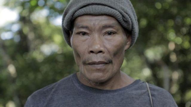 Anius Dadoali, yang biasa dipanggil Bu Niu adalah warga lokal yang menemukan seriwang sangihe tahun 1998.