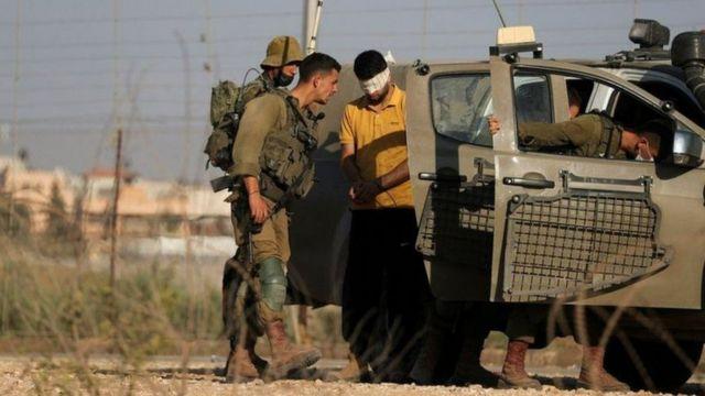 إسرائيل تعتقل فلسطينيين