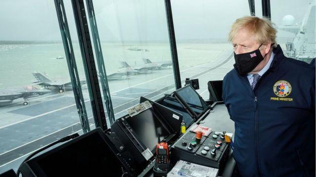 英國首相鮑里斯·約翰遜參觀伊麗莎白女王號航空母艦