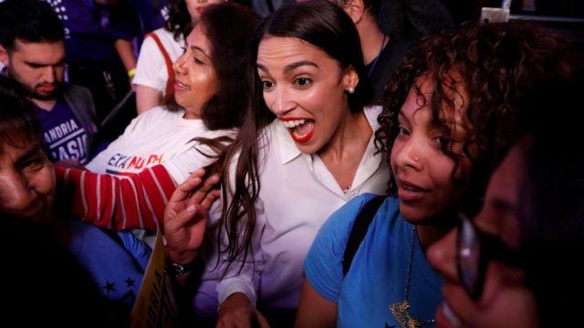 Kandidatkinja Demokrata Aleksandrija Okasio-Kortez slavi pobedu u Njujorku