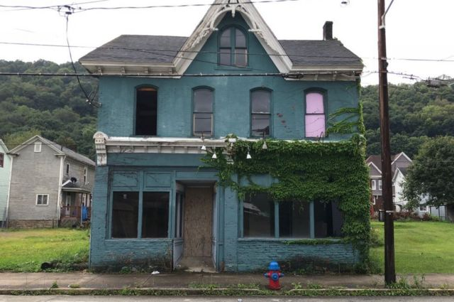 a rundown house in Johnstown