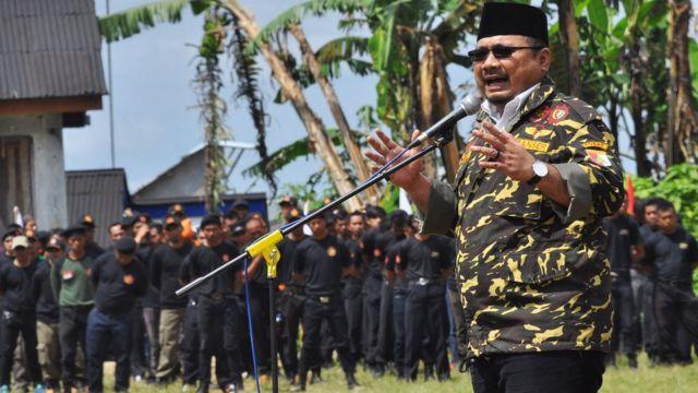 Ketua Umum PP GP Ansor Yaqut Cholil Qoumas menyampaikan pidato saat memimpin upacara bendera memperingati HUT ke-72 Republik Indonesia, di Lapangan Bukit Seroja, Maron, Garung, Wonosobo, Jawa Tengah, Kamis (17/8/2017)