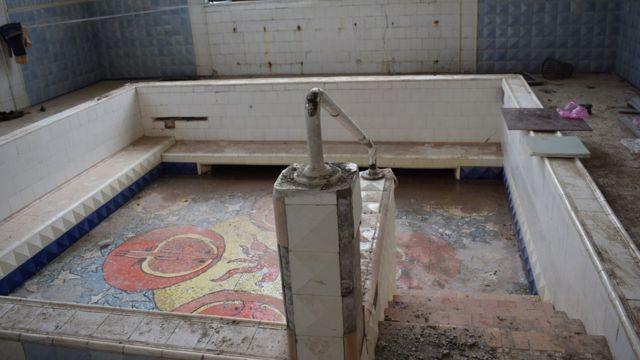 В части здания Шестого источника, где был расположен люкс Сталина, сейчас идет ремонт