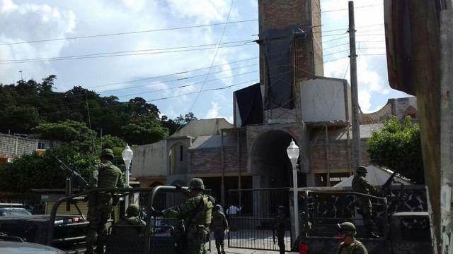 Alejo Nabor Jiménez Juárez y José Alfredo Juárez de la Cruz fueron tomados en la iglesia de Nuestra Señora de Fátima en la ciudad de Poza Rica.