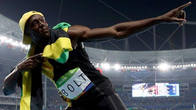 Usain Bolt celebra su medalla de oro en 100 metros