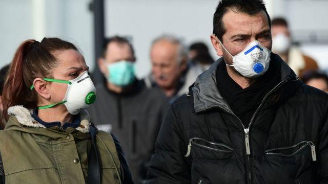 İtalya'da maske takanlar