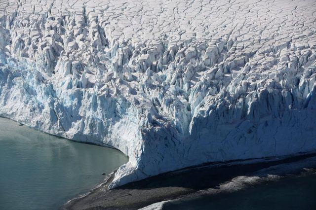 Antarktika'nın yukarıdan görünümü...