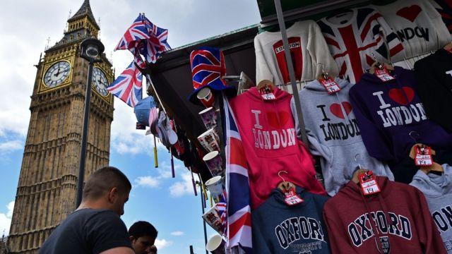 Mercancía turística a la venta en Londres