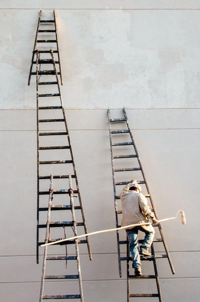 عامل البناء