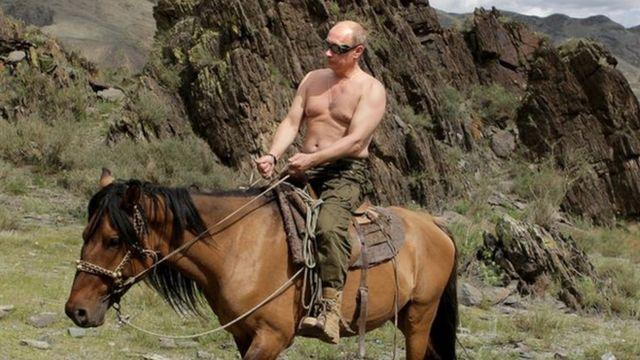 Vladimir Putin jaše konja na odmoru u blizini Kizila u južnom Sibiru