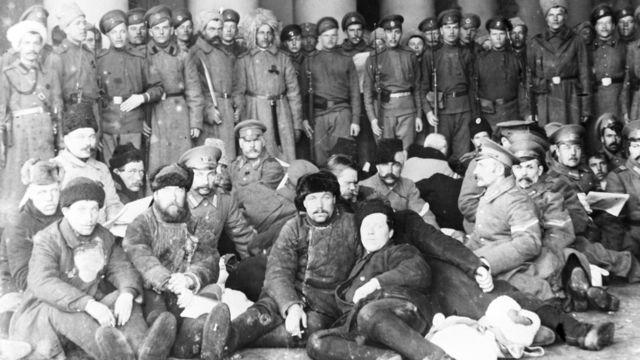 Петроградские городовые в плену у взбунтовавшихся солдат (1 марта 1917 года)